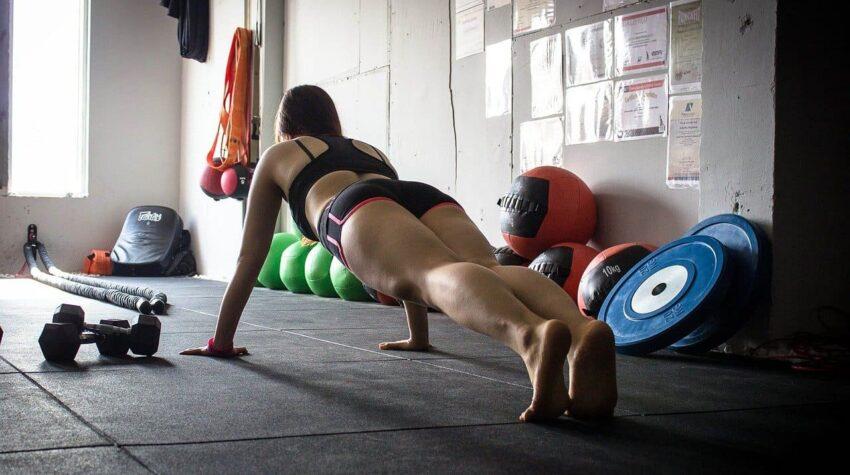 ejercicios de brazos para mujeres