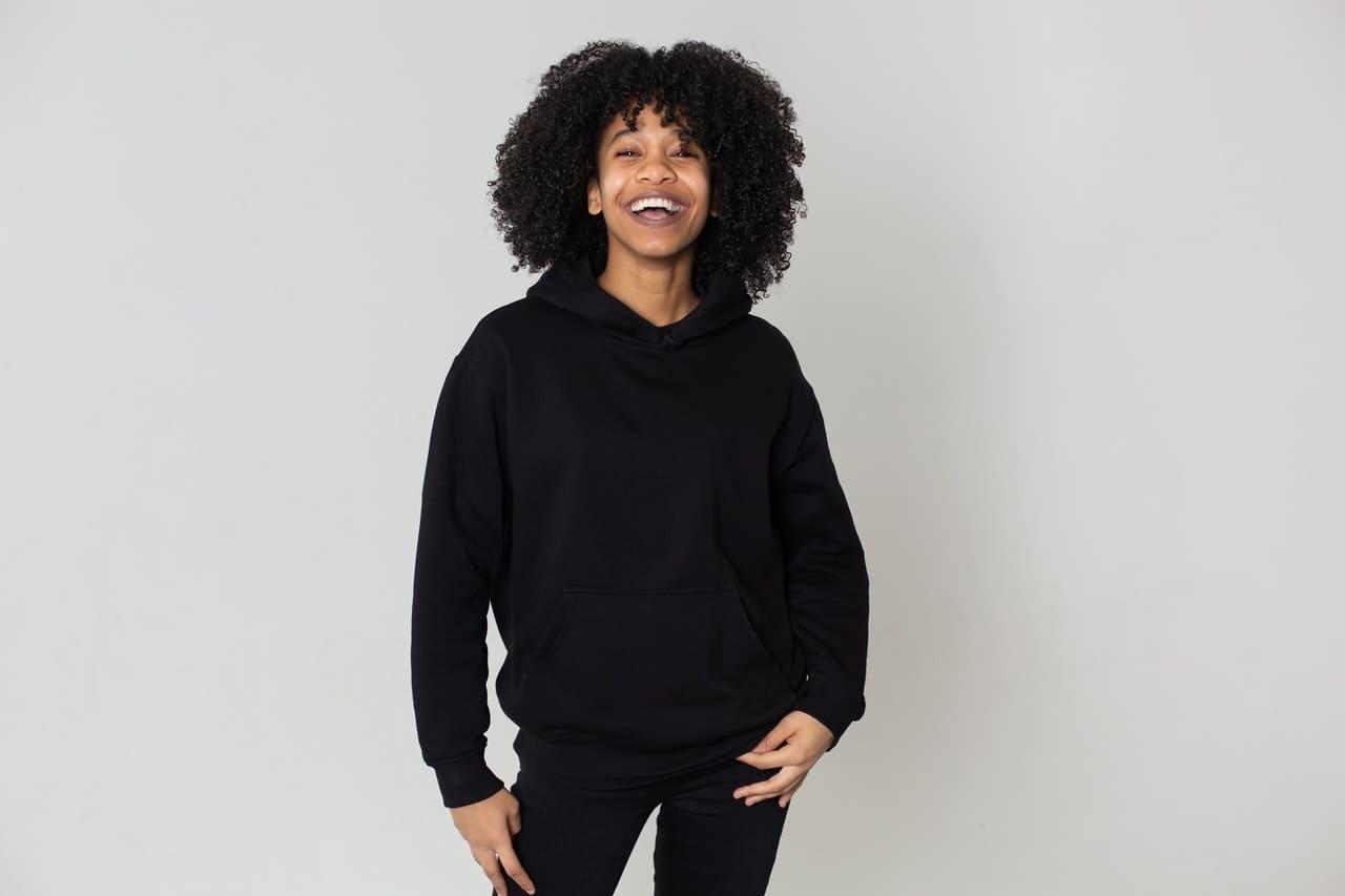 Orgullo por el cabello afro: Contra el racismo desde el estilismo