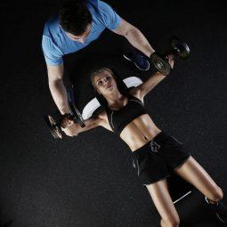 levantamiento de pesas en las mujeres